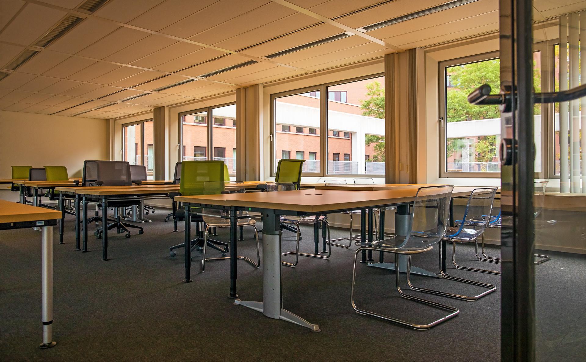 Kantoorruimte van 80m2 op de tweede etage van Q42 Den Haag, de zgn. Hub
